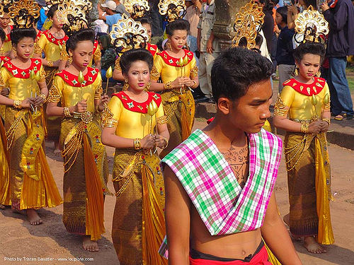 ปราสาทหินพนมรุ้ง - performers in traditional costumes - phanom rung festival - thailand, performers, phanom rung festival, procession, traditional costumes, ประเทศไทย, ปราสาทหินพนมรุ้ง