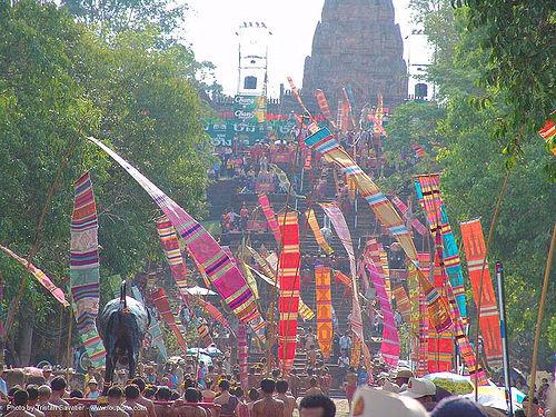 ปราสาทหินพนมรุ้ง - phanom rung festival - thailand, banners, procession, ประเทศไทย, ปราสาทหินพนมรุ้ง
