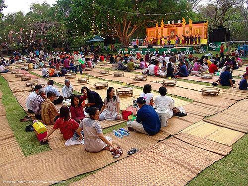ปราสาทหินพนมรุ้ง - phanom rung festival - thailand, bamboo mats, crowd, eating, phanom rung festival, picnic, picnicking, stage, ประเทศไทย, ปราสาทหินพนมรุ้ง