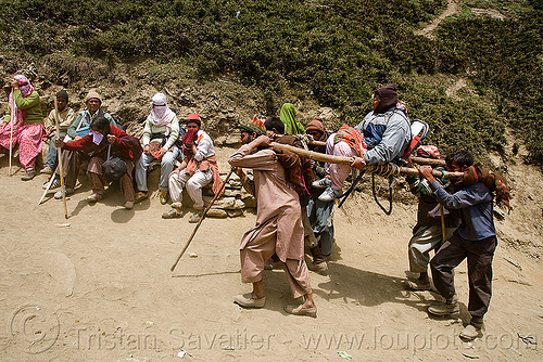 pilgrim on dandi / doli (chair carried by 4 porters) - amarnath yatra (pilgrimage) - kashmir, amarnath yatra, chair, dandi, dandy, doli, hiking, hindu pilgrimage, india, kashmir, mountain trail, mountains, pilgrims, porters, trekking, wallahs