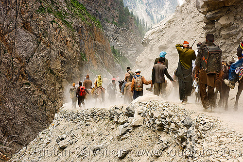 pilgrims and ponies on dusty trail - amarnath yatra (pilgrimage) - kashmir, amarnath yatra, kashmir, mountain trail, mountains, pilgrimage, pilgrims, trekking, yatris, अमरनाथ गुफा