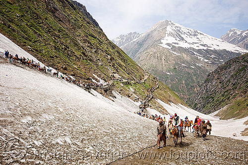 pilgrims on glacier trail - amarnath yatra (pilgrimage) - kashmir, amarnath yatra, glacier, hindu pilgrimage, kashmir, mountain trail, mountains, pilgrims, snow, trekking, valley, yatris, अमरनाथ गुफा