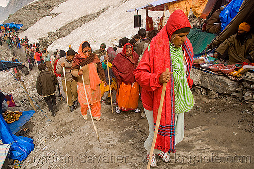 pilgrims with walking sticks, heading for the cave - amarnath yatra (pilgrimage) - kashmir, amarnath yatra, hiking canes, kashmir, mountains, pilgrimage, pilgrims, snow, trail, trekking, walking sticks, yatris, अमरनाथ गुफा