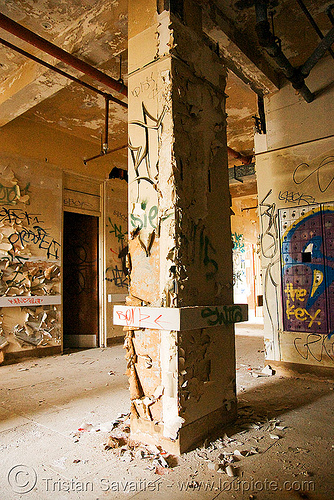pillar - abandoned hospital (presidio, san francisco) - PHSH, abandoned building, abandoned hospital, graffiti, peeling paint, presidio hospital, presidio landmark apartments, trespassing