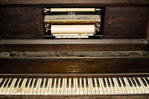 player piano, autopiano, duo-art-pianola, mechanical piano, piano keyboard, piano keys, player piano, stroud