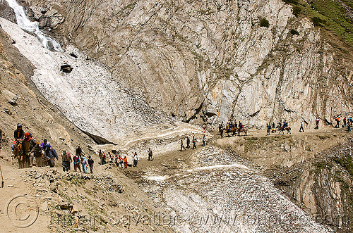 ponies and pilgrims on the trail - amarnath yatra (pilgrimage) - kashmir, amarnath cave, amarnath yatra, glacier, horse riding, horseback riding, horses, kashmir, kashmiris, mountain trail, mountains, pilgrimage, pilgrims, ponies, snow, trekking, yatris, अमरनाथ गुफा
