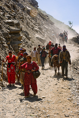 ponies and pilgrims on the trail - amarnath yatra (pilgrimage) - kashmir, amarnath yatra, crowd, horse-riding, horseback riding, horses, kashmir, kashmiris, mountain trail, mountains, pilgrimage, pilgrims, ponies, trekking, yatris, अमरनाथ गुफा