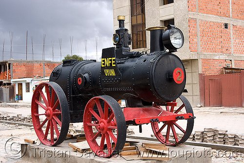 portable steam engine - monument - uyuni (bolivia), enfe, fca, marshall, portable engine