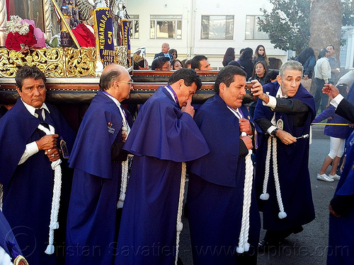 portadores carrying a holy image during catholic procession, crowd, float, lord of miracles, parade, paso de cristo, peruvians, portador, portadores, sacred art, señor de los milagros