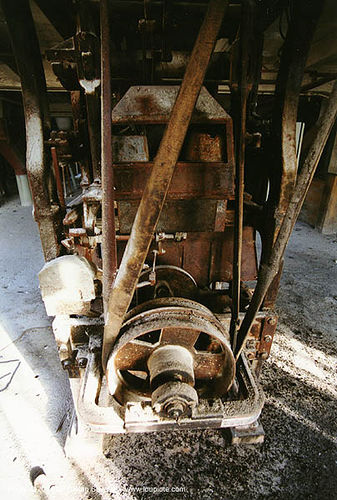 pulley and belt - grands moulins de paris - machine-fatiguee, belt, industrial mill, machine, paris, pulley, strap, trespassing