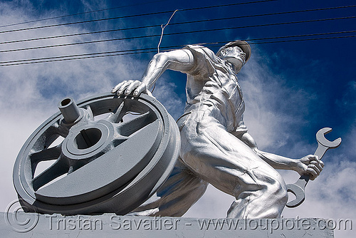 railroad workers monument - uyuni (bolivia), enfe, fca, monument, railroad, railway, sculpture, silver, statue, train, uyuni, wheel, worker, wrench