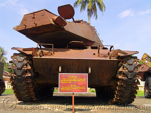 rear of M41 tank - walker bulldog - war - vietnam, american, army museum, army tank, hué, military, rusted, rusty, vietnam war, walker bulldog