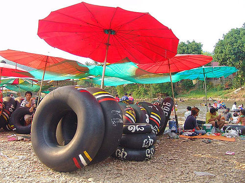 red and blue umbrellas - river tubing - thailand, beach, blue, fair, inner tubes, red, river tubing, songkran, tha ton, thailand, umbrellas, สงกรานต์