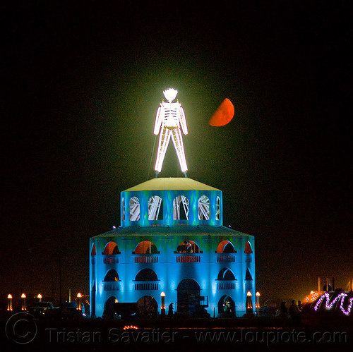 red moon - burning man 2012, burning man, neon, night, pedestal, red moon, the man