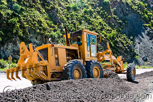 road grader - caterpillar CAT 14G (140G), at work, cat 14g, cat grader, caterpillar 140g, caterpillar 14g road grader, caterpillar road grader, gravel, groundwork, heavy equipment, hydraulic, machinery, motor grader, noroeste argentino, road construction, roadworks, working, yellow