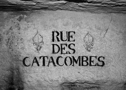 carved plate - catacombes de paris - catacombs of paris (off-limit area), carved plate, catacombs of paris, cave, gallery, rue des catacombes, sign, trespassing, tunnel, underground quarry