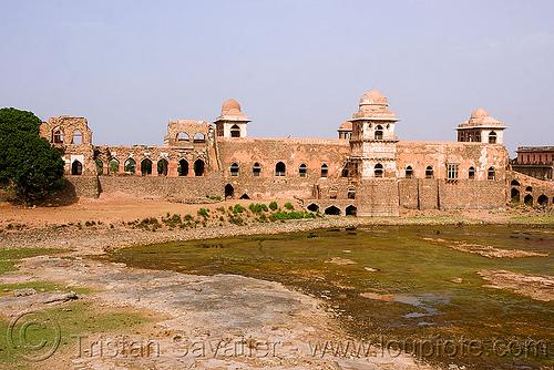 ruin of palace - mandu (india), mandav, ruins