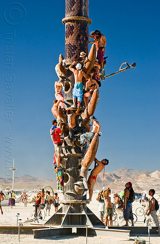 rush hour at burning man, burning man, climbing, crowd, the minaret