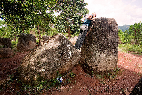 sabine looking in giant stone jars - plain of jars - site 2 - phonsavan (laos), archaeology