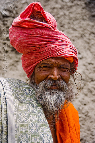 sadhu (hindu holy man) - amarnath yatra (pilgrimage) - kashmir, baba, beard, hinduism, mountain trail, mountains, old man, people, pilgrim, trekking, yatris, अमरनाथ गुफा