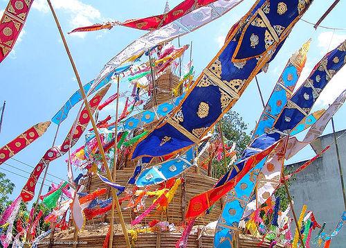 เจดีย์ทราย - sand pagoda - เชียงใหม่ - chiang mai - สงกรานต์ - songkran festival (thai new year) - thailand, chiang mai, flags, sand pagoda, songkran, thai new year, water festival, ประเทศไทย, สงกรานต์, เจดีย์ทราย, เชียงใหม่