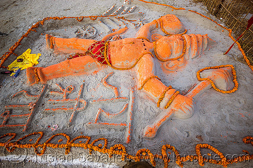 sand sculpture of hanuman (india), bhagwa, flower offerings, gadhai, hanuman, hindu deity, hindu god, hindu pilgrimage, hinduism, india, maha kumbh mela, marigold flowers, saffron color, sand altar, sand sculpture