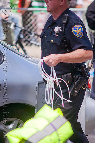 SFPD police using flex cuffs for mass arrests, bay to breakers, crack-down, flex cuff, flex-cuffs, law enforcement, men, plastic handcuffs, police, sfpd, street party, uniform, zip-ties