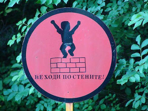 sign - no dancing on the wall? (bulgaria), bad sign, cyrillic, pink, signs, българия