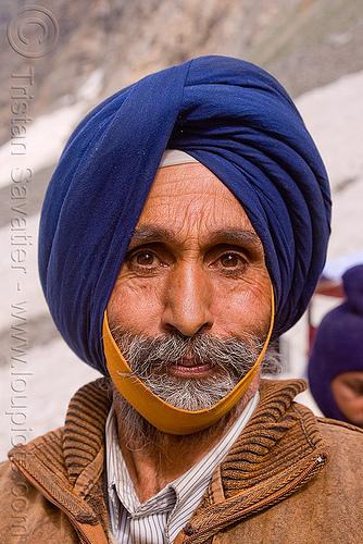 sikh man - amarnath yatra (pilgrimage) - kashmir, amarnath yatra, kashmir, man, pilgrim, pilgrimage, sikh, sikhism, trekking, yatris, अमरनाथ गुफा
