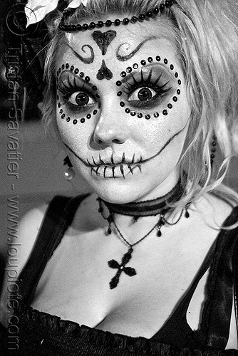 skull makeup - dia de los muertos - halloween (san francisco), bindis, day of the dead, dia de los muertos, face painting, facepaint, halloween, night, sugar skull makeup, woman
