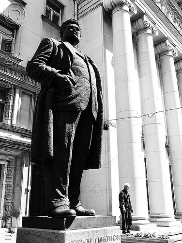 sofia-opera - giant statue - columns (bulgaria), columns, man, opera house, people, sculpture, sofia, statue, българия