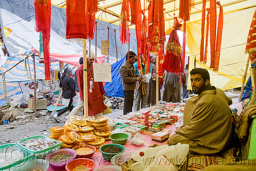 souvenirs shop in tent village - amarnath yatra (pilgrimage) - kashmir, amarnath yatra, kashmir, pilgrimage, pilgrims, shops, souvenirs, tents, trekking, yatris, अमरनाथ गुफा