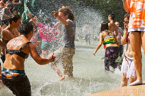 splashing in luxembourg garden fountain, basin, crowd, fontaine de l'observatoire, fountain, gay pride, luxembourg garden, mayhem, melee, men, mêlée, paris, playing, pool, splash, splashing, wading, water fight, wet, women