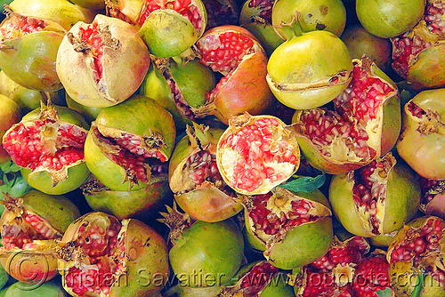 split pomegranates at farmers market, farmers market, fruit market, fruits, green, plant, pomegranates, pulp, punica granatum, red, ripe, split, street market