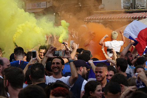 RNT01344, allez les bleus, bleu blanc rouge, celebration, coupe du monde de football 2018, crowd, dancing, fifa, french flags, on a gagné, orange smoke, paris, smoke bombs, soccer, street party, world cup 2018