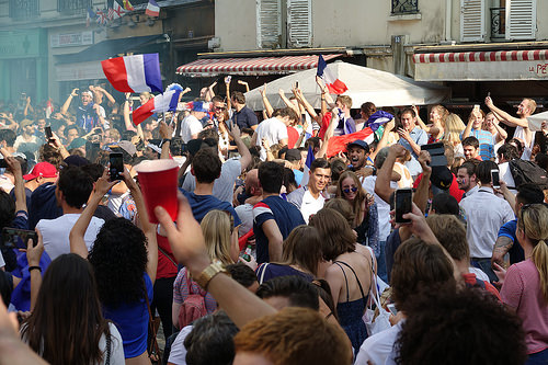 RNT01300, allez les bleus, bleu blanc rouge, celebration, coupe du monde de football 2018, crowd, dancing, fifa, french flags, on a gagné, paris, soccer, street party, world cup 2018