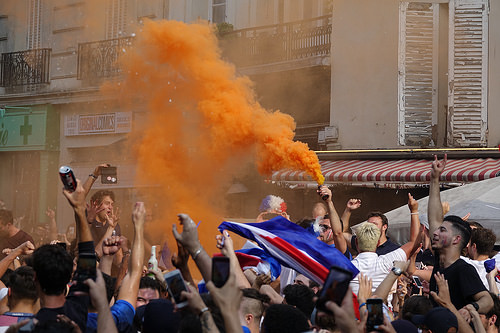 RNT01327, allez les bleus, bleu blanc rouge, celebration, coupe du monde de football 2018, crowd, dancing, fifa, french flags, on a gagné, orange smoke, paris, smoke bombs, soccer, street party, world cup 2018