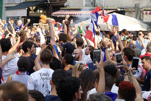 RNT01312, allez les bleus, bleu blanc rouge, celebration, coupe du monde de football 2018, crowd, dancing, fifa, french flags, on a gagné, paris, soccer, street party, world cup 2018
