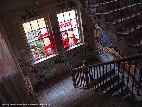 stairway - abandoned hospital (presidio, san francisco) - phsh, abandoned building, abandoned hospital, decay, graffiti, presidio hospital, presidio landmark apartments, staiways, trespassing, urban exploration