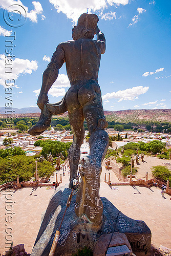 statue at the top of the monumento a los Hèroes de la independencia - humahuaca (argentina), brass, graffiti, monument to independence, monumento a la idependencia, monumento a los hèroes de la independencia, noroeste argentino, quebrada de humahuaca, sculpture, statue, the heroes monument of independence