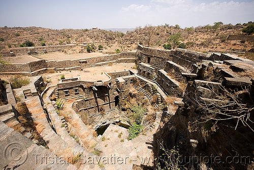 stepwell - kumbhalgarh (india), abandoned, kumbalgarh, kumbhalgarh, ruins, stepwell, udaipur, water well, कुंभलगढ़