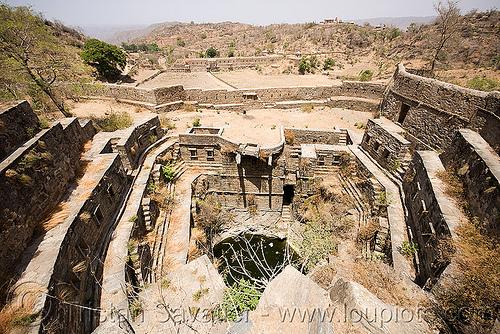 stepwell ruins - kumbhalgarh (india), abandoned, kumbalgarh, kumbhalgarh, ruins, stepwell, udaipur, water well, कुंभलगढ़