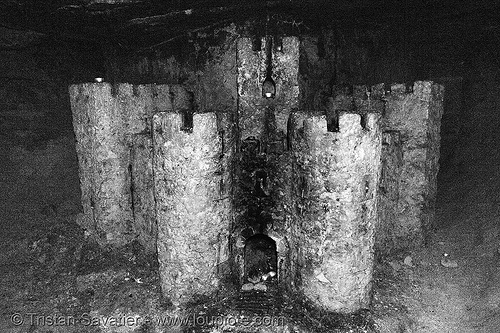 stone castle - catacombes de paris - catacombs of paris (off-limit area), castle, catacombs of paris, cave, fortifications, gallery, salle du chateau, salle du château, sculpture, towers, trespassing, tunnel, underground quarry