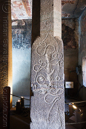 strange carving on pillar - ajanta caves - ancient buddhist temples (india), ajanta caves, buddhism, cave, curves, india, lines, pillar, rock-cut