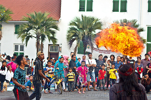fire breathers, crowd, eid ul-fitr, fatahillah square, fire breather, fire breathing, fire performer, flames, jakarta, java, palm trees, spectators, spitting fire, street performers, taman fatahillah