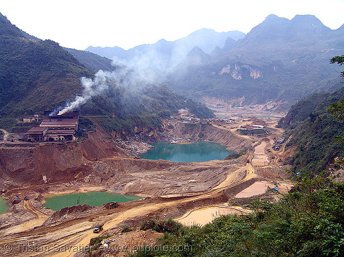 strip mine - vietnam - Tình Túc (tinh tuc) tin mine, open pit mine, open pit surface mine, open-cut mine, opencast mine, smelter, strip mine, tin mine, tinh tuc, tình túc