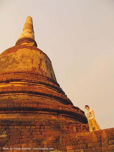 stupa - อุทยานประวัติศาสตร์ศรีสัชนาลัย - si satchanalai chaliang historical park, near sukhothai - thailand, amphoe si satchanalai, anke rega, ruins, stupa, temple, woman, ประเทศไทย, อุทยานประวัติศาสตร์ศรีสัชนาลัย