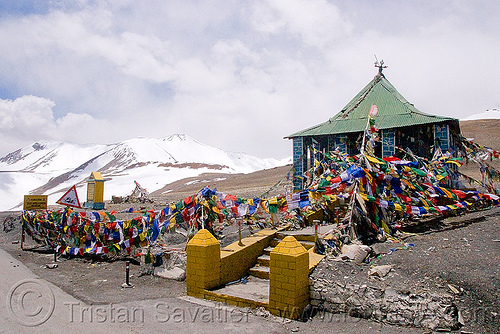 tanglang pass - manali to leh road (india), buddhism, buddhist temple, ladakh, mountain pass, mountains, prayer flags, road, taglangla, tanglang pass, tanglangla, tibetan