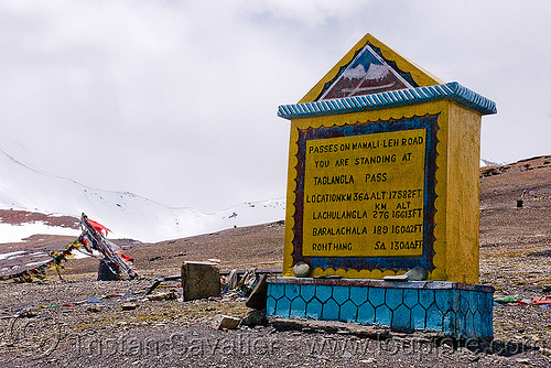 tanglang pass - manali to leh road (india), india, ladakh, mountain pass, mountains, road marker, sign, taglangla, tanglang pass, tanglangla