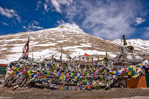 tibetan prayer flags - chang-la pass - ladakh (india), buddhism, chang pass, chang-la pass, ladakh, mountain pass, mountains, prayer flags, snow patches, tibetan